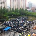 Huge amount of people lining up for Diablo 3 in Korea defy rain