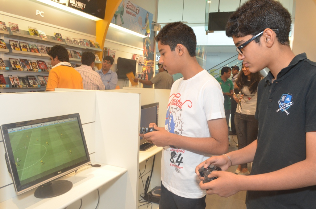 Ethusiastic Gamers from Chandigarh trying their hands on the Game4u store launch at  Elante Mall