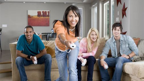 Wii_people playing