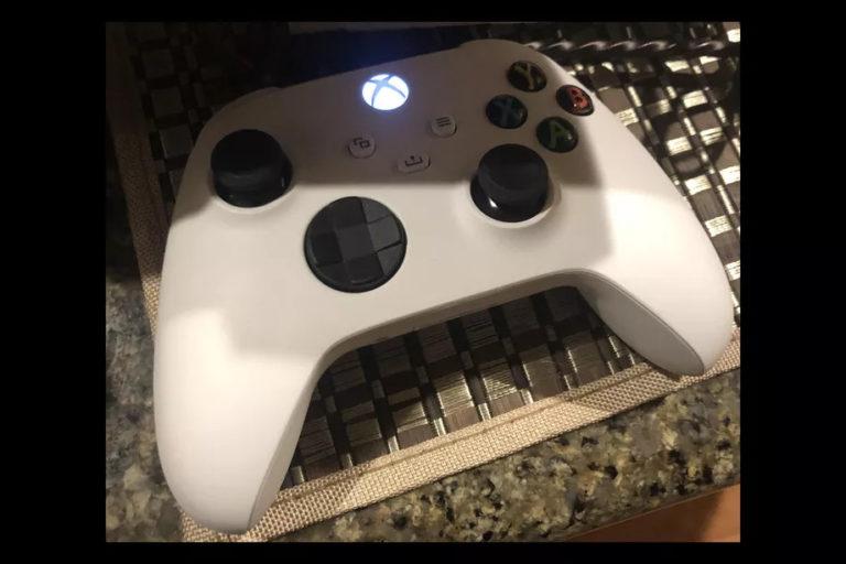 white-xbox-series-controller